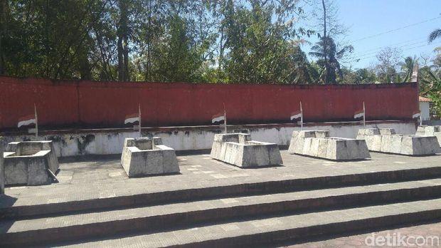 Makam Pahlawan di Desa Wareng, Purworejo.
