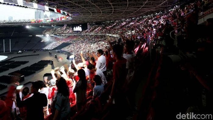 Keseruan di dalam GBK dalam pembukaan Asian Games 2018 (Foto: Agung Pambudhy)