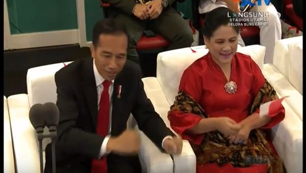 Jokowi bersama Iriana Widodo di Stadion Utama Gelora Bung Karno