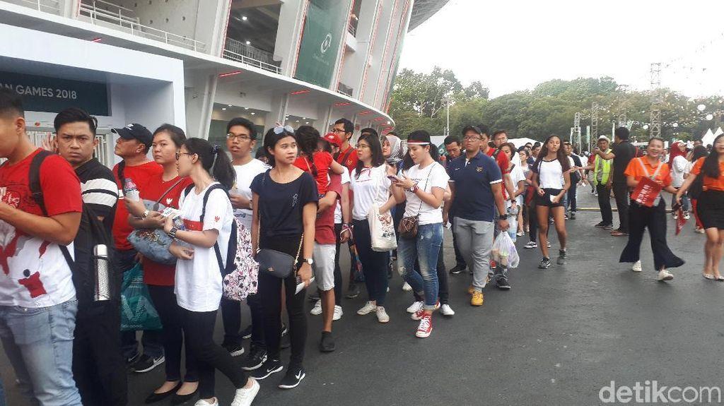 Antusiasme Penonton Jelang Acara Pembukaan Asian Games 2018