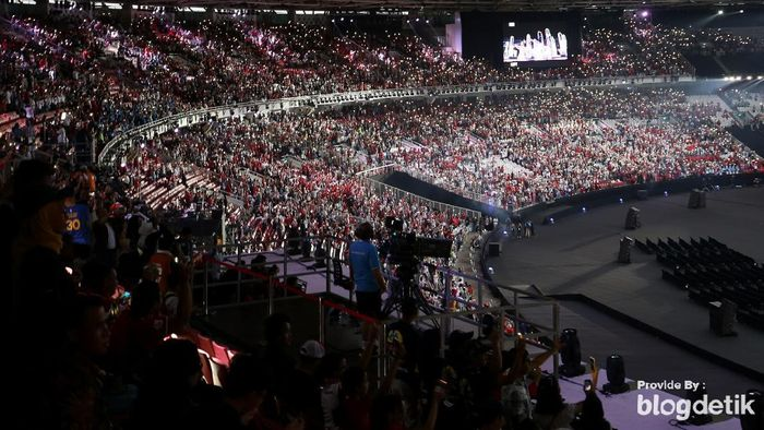 Suasana meriah di Stadion GBK dalam pembukaan Asian Games 2018 (Foto: Agung Pambudhy)