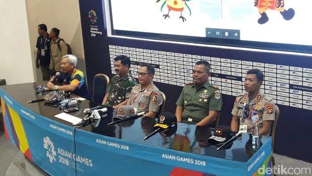 Jumpa pers Kapolri Jenderal Tito Karnavian dan Panglima TNI Marsekal Hadi Tjahjanto mengenai kesiapan pembukaan Asian Games, Sabtu (18/8/2018)