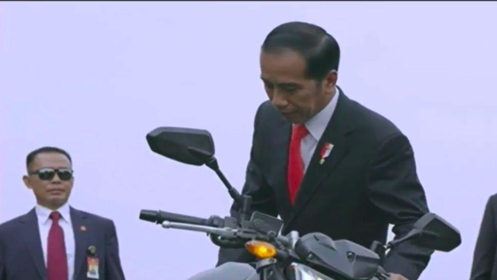 Keren! Jokowi Tunggangi Moge Paspampres