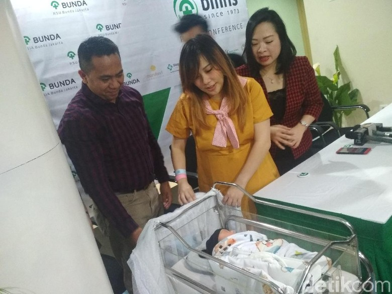 Foto: Cherly Juno lahirkan anak pertama / Hanif Hawari