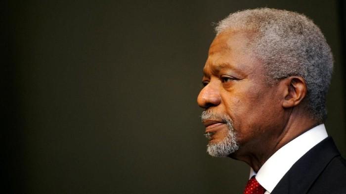 Kofi Annan dalam foto tahun 2006 (REUTERS/Mike Hutchings/File Photo)
