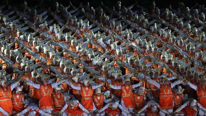 Pertunjukan tari Tari Ratoh Jaroe di opening ceremony Asian Games 2018 (REUTERS/Issei Kato)