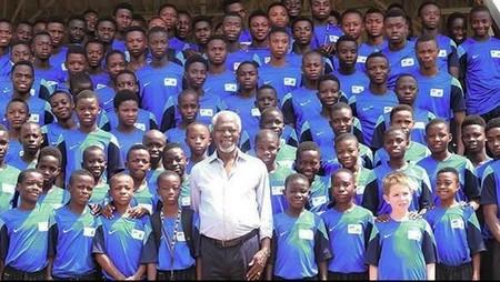 Potret Kenangan Kofi Annan Bareng Anak-anak