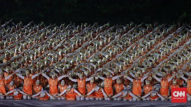 Para siswi SMA se-Jakarta yang membawakan tarian khas Aceh Ratoh Jaroe di pembukaan Asian Games 2018 mendapat pujian dari dalam dan luar negeri.