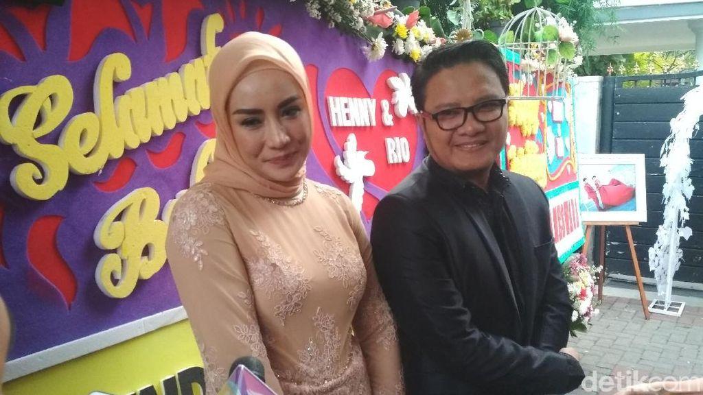 Jadi MC, Shinta Bachir Ikut Tegang Saksikan Pernikahan Rio Reifan