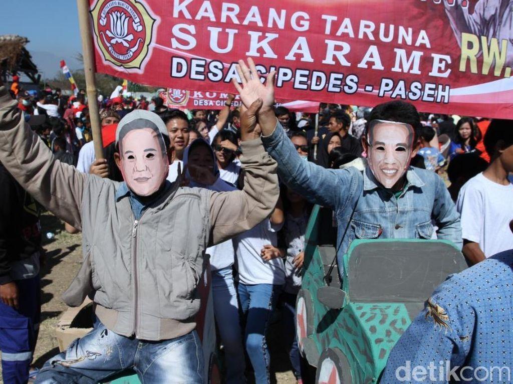 Saat Jokowi dan Prabowo Berdampingan di Karnaval Agustusan