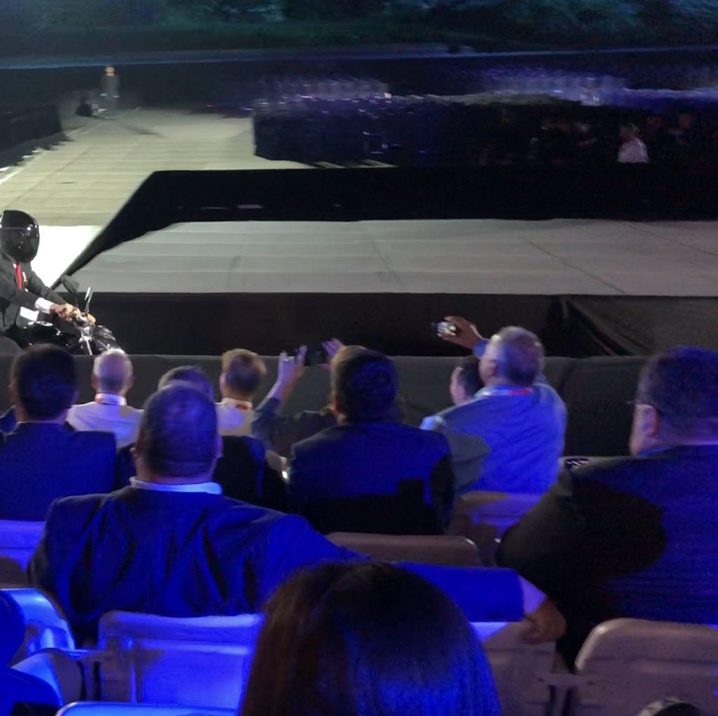 Bermotor, Gaya Jokowi Hadiri Pembukaan Asian Games di GBK