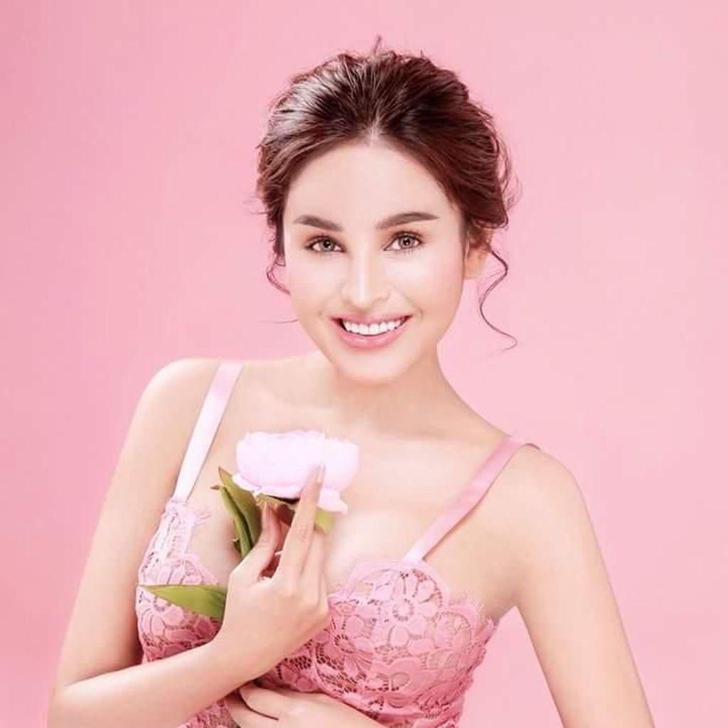 Foto: Denny Kwan, Model Cantik yang Dilarang Main Film Saking Seksinya