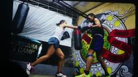 Kelas boxing di Rumah Cemara oleh Gina Afriani.