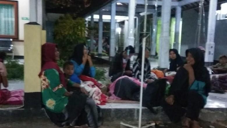 Gempa 6,7 SR NTT, Pasien di RSUD Dompu NTB Berhamburan
