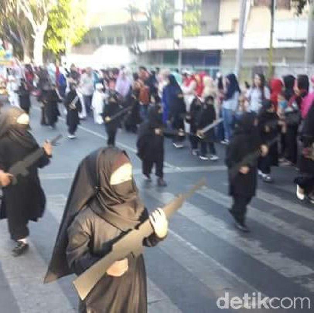 Polisi Selidiki Penggunaan Cadar dan Senjata di Karnaval HUT RI