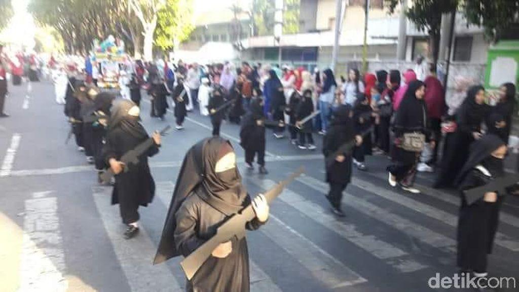 Viral Karnaval TK Bercadar dan Bersenjata, Ini Kata Kadisdik