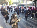 Video Karnaval TK Bercadar dan Bersenjata di Probolinggo
