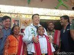 Datang ke Jakarta, Joni Pakai Seragam Baru