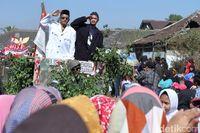 Saat 'Jokowi' dan 'Prabowo' Berdampingan di Karnaval Agustusan