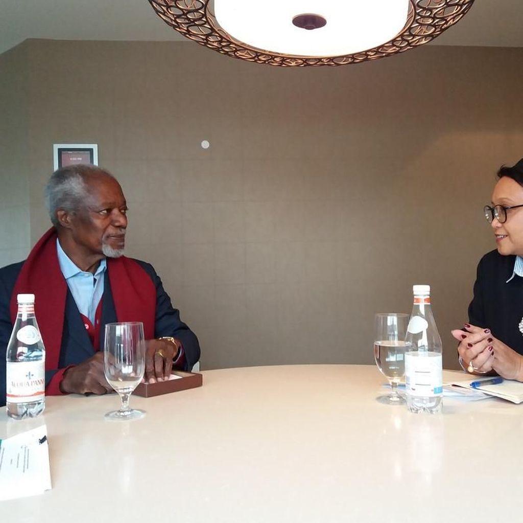 Menlu Retno Pajang Foto Kenangan Kofi Annan, Ucapkan Duka Cita