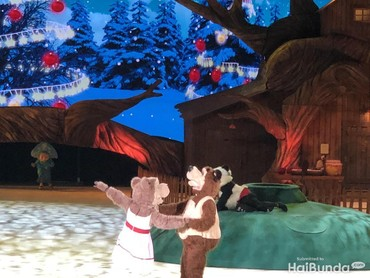 Bear Girl lalu menyanjung Bear.