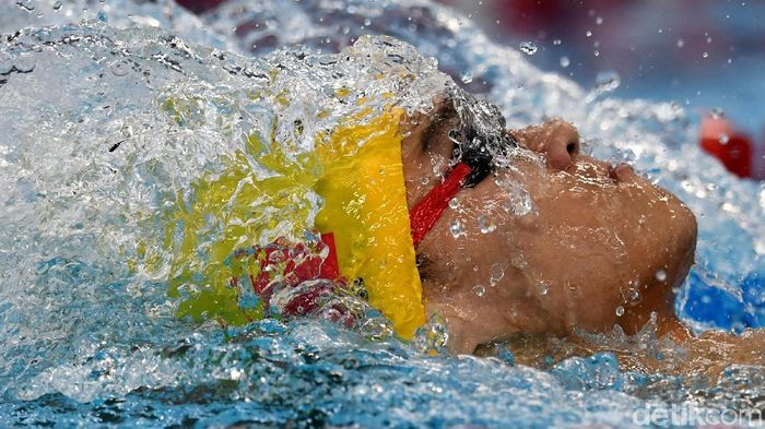 Xu Jiayu, perenang China yang berhasil meraih emas di nomor 100 meter gaya punggung putra di Asian Games 2018. (Andika Wahyu/Antara)
