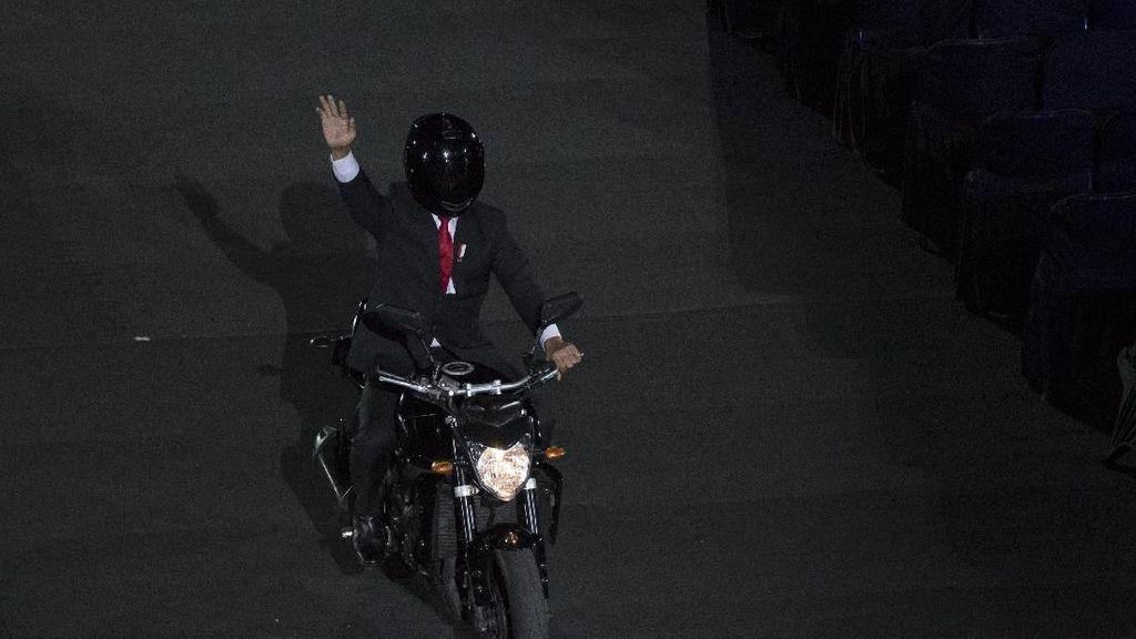 Lebih Mudah Naik Moge Paspampres Jokowi atau Moge Dishub Anies?
