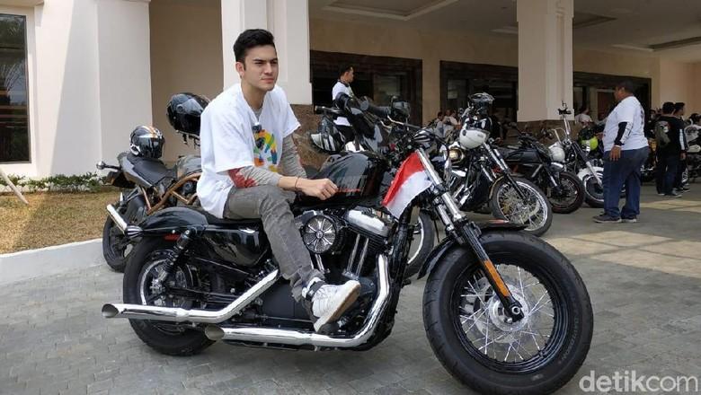 Rizky Nazar dan Harley Sportster Foto: Ridwan Arifin