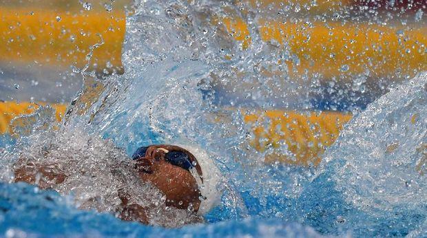 I Gede Siman Sudartawa menembus babak final nomor gaya punggung 100 meter putra.