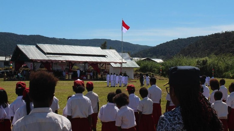 Foto: Upacara 17 Agustus di Kabupaten Pegaf (dok Mapala UI)