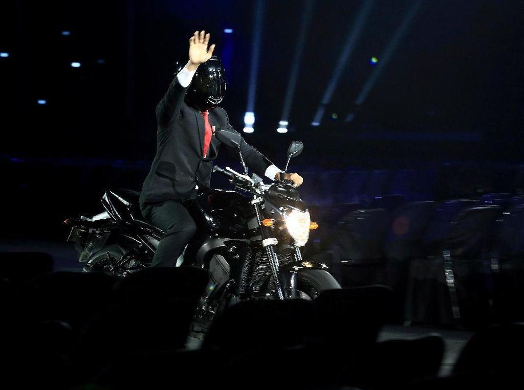 Siapa yang Terbangkan Moge di Asian Games? Jokowi Tertawa