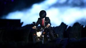 Melihat Lagi Aksi Keren Jokowi Naik Moge ke Opening Asian Games 2018