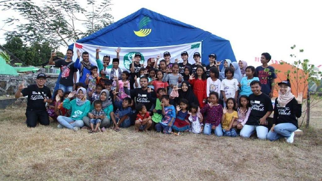 Foto: Momen Manis Puteri Indonesia Hibur Anak-anak Korban Gempa Lombok