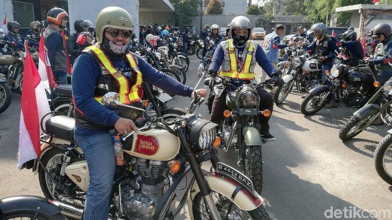 Beberapa peserta touring Royal Enfield Foto: Rizki Pratama