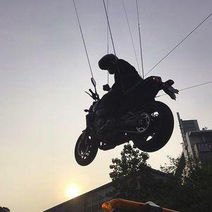 Aksi Motor Jokowi Pakai Stuntman, Gajinya Berapa Ya?