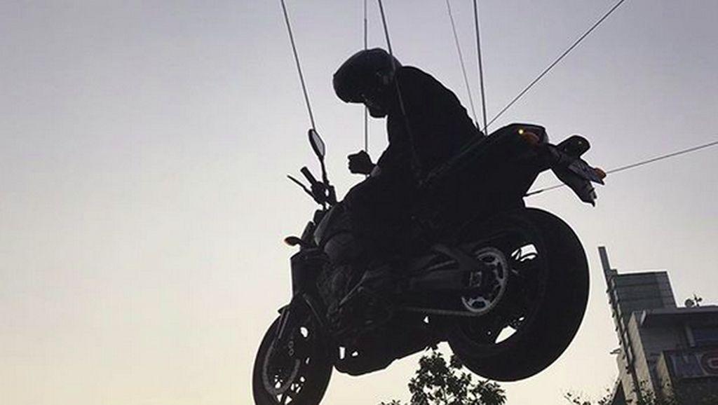 Aksi Stuntman Jokowi dari Thailand, Stunt Rider RI Juga Bisa