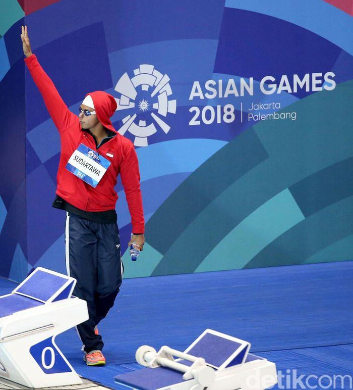 Perenang asal Cina Xu Jiau berhasil meraih medali emas dalam pertandingan renang 100 meter gaya punggung putra yang berlangsung di Aquatic Senayan, Jakarta, Minggu (19/8/2018) malam.