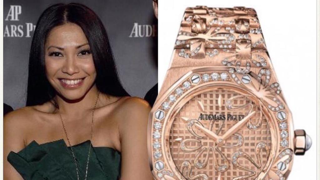 Foto: Gaya Anggun Pakai Jam Tangan Mewah, Ada yang Seharga Rp 17 Miliar