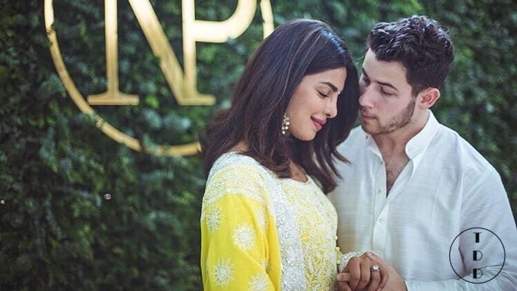 Selamat! Nick Jonas dan Priyanka Chopra Resmi Tunangan