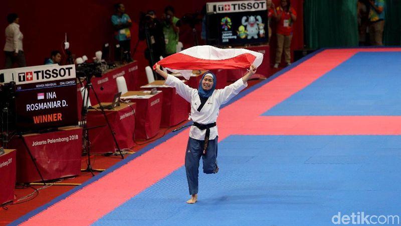Foto: Atlet Taekwondo Indonesia, Defia Rosmaniar berhasil mengharumkan Merah Putih lewat raihan medali emas setelah mengalahkan atlet Iran, Marjan Salahshouri. Inilah medali emas pertama bagi Indonesia di ajang Asian Games 2018. (Grandyos Zafna/detikcom)