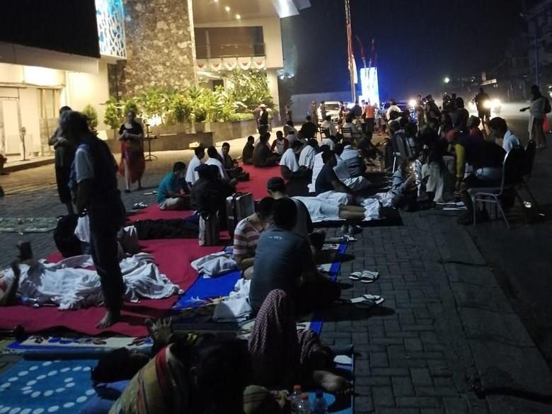 Pascagempa 7 SR, Tamu Hotel di Mataram Gelar Tikar di Halaman