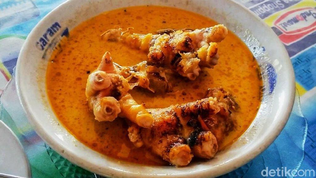 Yuk Coba Makan Siang dengan Ceker Ayam Pedas di Bondowoso, Berani?