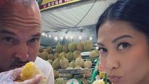Mesranya Anggun Saat Makan Bersama Suami hingga Gaya Kulineran Siman Sudartawa