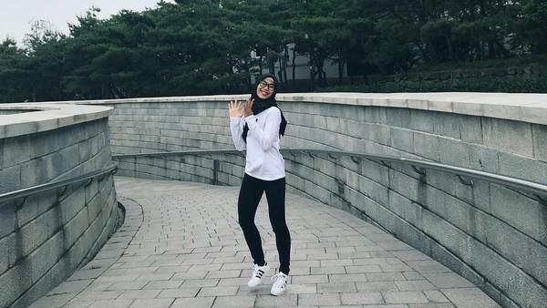 Foto: Bahagia itu sederhana, tulis Defia di Instagramnya. Sekali lagi, selamat Defia sudah mengharumkan nama Indonesia di Asian Games 2018. (Instagram/@defiarosmaniar)