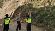 Viral Gunung Abang Retak Usai Gempa M 4,8, BPBD: Jangan Mendaki Dulu!