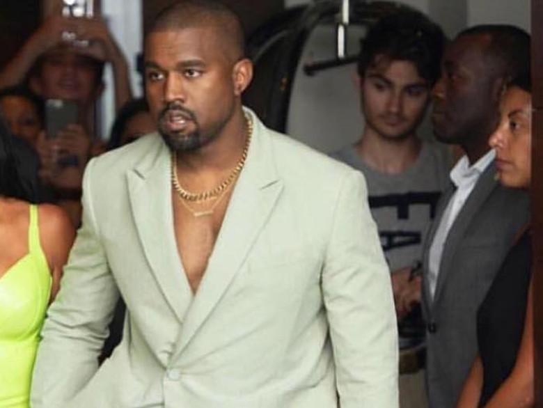 Tak Mau Tampil, Kanye West Ejek Panggung Coachella