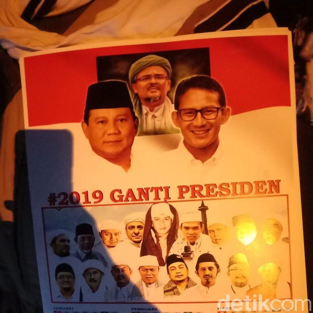Kalender Prabowo-Sandiaga Dijual di Lokasi Milad FPI ke-20