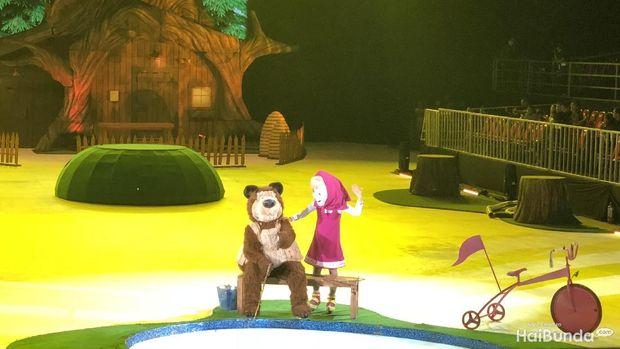 Serunya Menonton Masha and The Bear yang Lincah Meluncur di Es