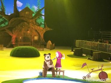 Bear kemudian mengajak Masha memancing ikan karena makanannya dicuri serigala.