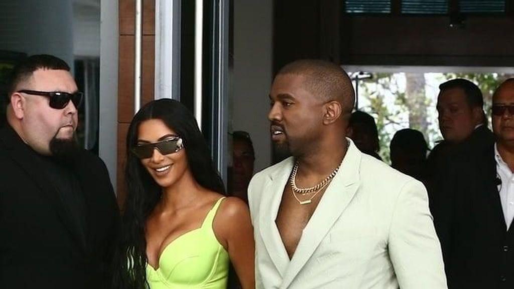 Kim Kardashian Mengaku Sering Menangis karena Punya Bokong Besar